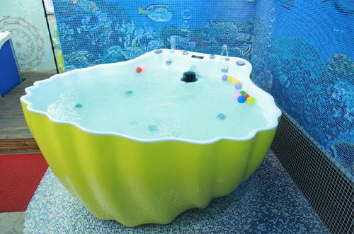 可爱可亲游泳浴缸